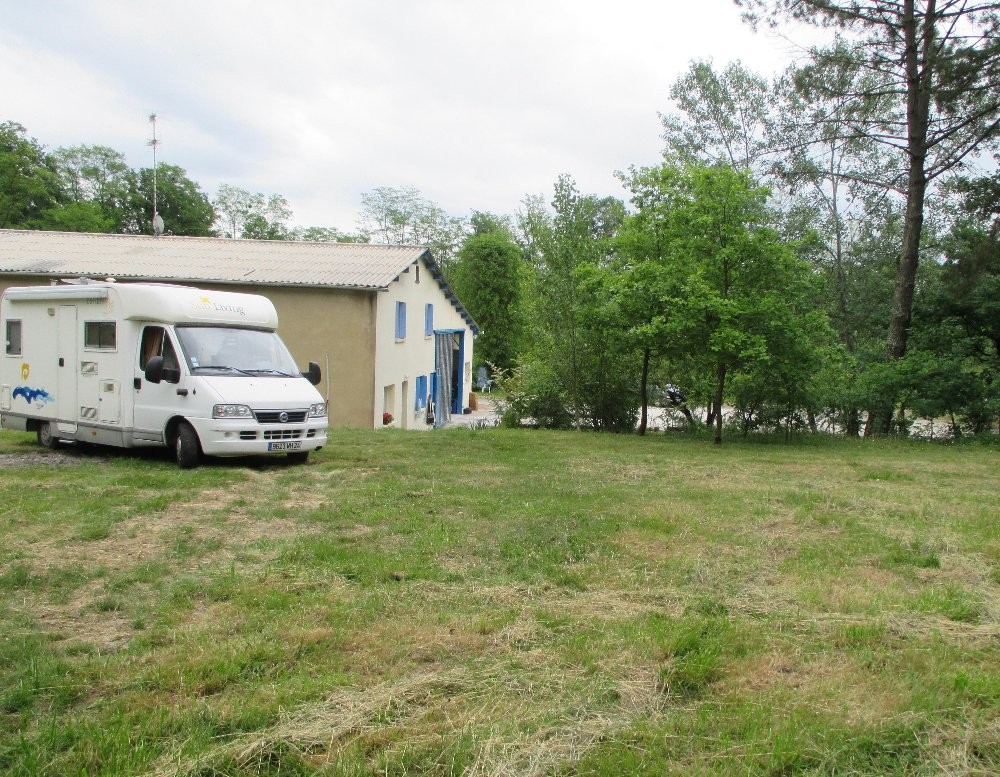 Aire camping-car à Saint-Nexans (24520) - Photo 1